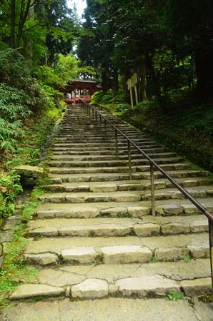 釈迦堂への石段