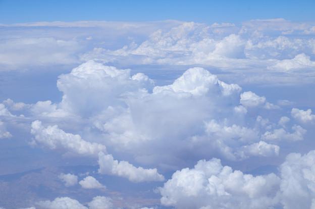 カタール航空129便の窓から ドーハ~ベネチア間 アラビア半島上空の雲