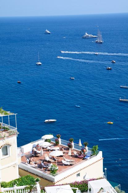 ポジターノの青い海とホテル
