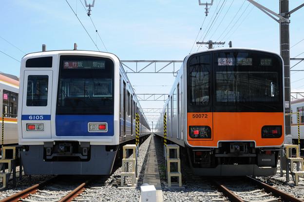 西武鉄道6000系と東武鉄道50070系の並び