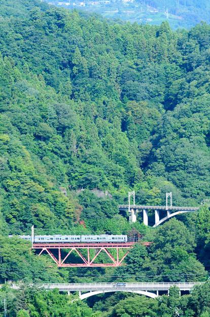大呼戸橋梁を渡る中央線211系普通電車