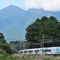 Photos: 八ヶ岳をバックに新宿へ向かうE257系特急あずさ号