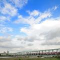四つ木橋を渡る京急電車