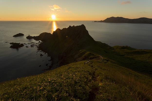 写真: 岬の夕暮れ