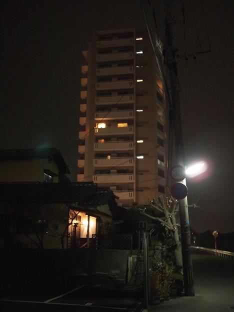 近所のマンション(20mm/F1.7) 3
