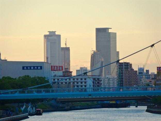 御陵橋(堀川)の上から見た、夕暮れ時の名駅ビル群 - 1