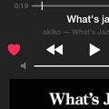 Photos: iOS 8.4「ミュージック」アプリ:ロック画面でラブ済みの曲にピンクのハート…