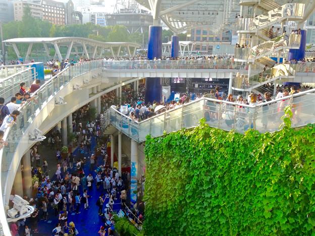 世界コスプレサミット 2015:沢山のコスプレイヤーと見物客で賑わう会場 No - 55