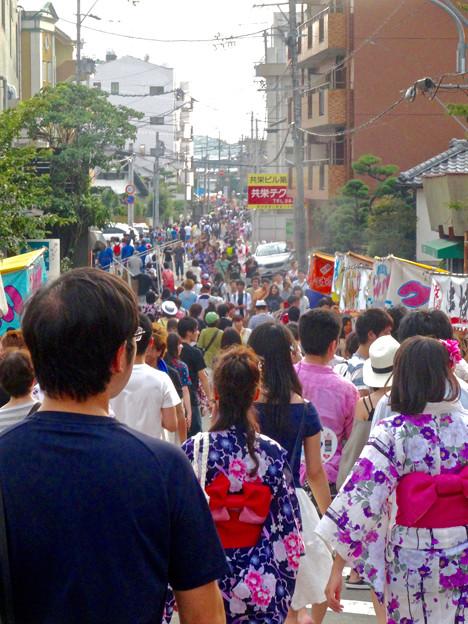 日本ライン夏まつり納涼花火大会 2015 No - 48:木曽川沿いの道に集まった沢山の人たち