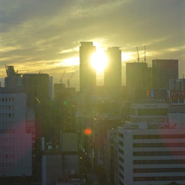 写真: 愛知芸術文化センターから見た、夕暮れ時の名駅ビル群 - 2