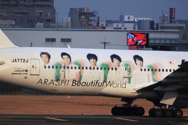 伊丹空港-BOEING777-120109_嵐_8075
