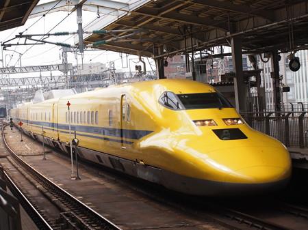 ドクターイエロー 山陽新幹線新大阪駅