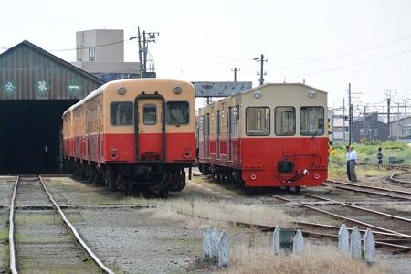 キハ200とトロッコ客車