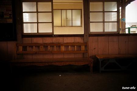 無人駅にて03