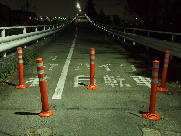 跨線橋にて