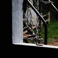 Photos: 鎖と手摺