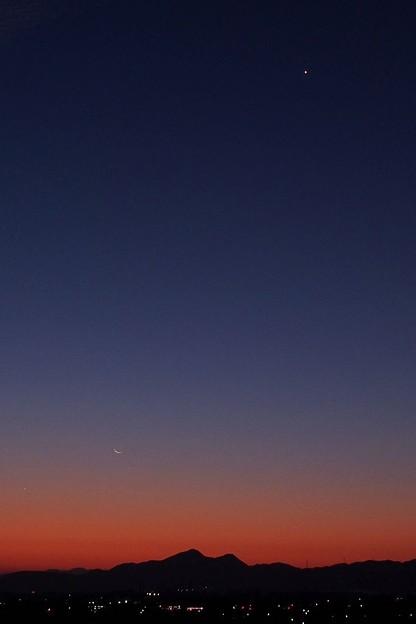 三十日月と明けの明星
