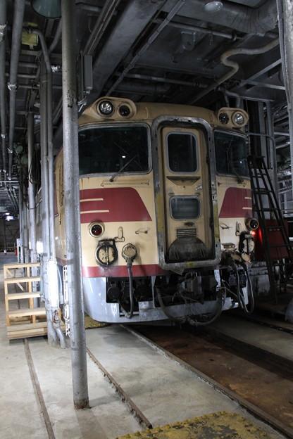 青函連絡船メモリアルシップ 八甲田丸 -8- 車両甲板 キハ82 101
