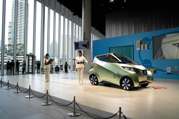 未来の電気自動車 PIVO3 先行公開