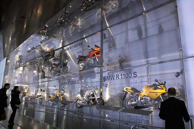 壁面にバイク @BMW博物館 ミュ...