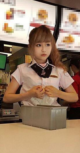 台湾で大人気の癒しの店員さんッ(笑) 今日の気になる小姐 8-28 (1)