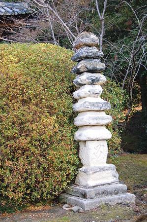 2012年01月09日_DSC_0437長岳寺十三重の石塔