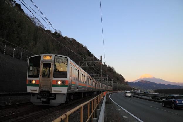 夕暮れの東海道本線 211系