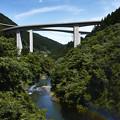 ループ橋と中津川
