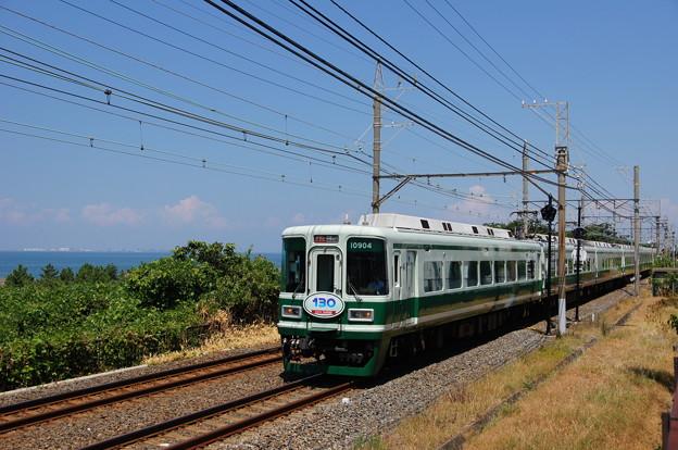 青い空、みなみの海と、みどりの電車。(南海本線:大阪府)