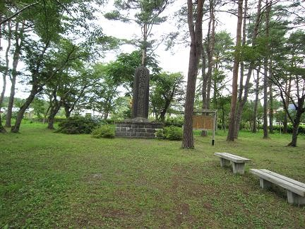 斗南ヶ丘に建つ碑の遠景