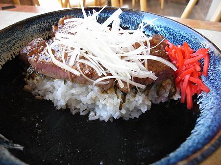 スノーマン ステーキ丼 断面図