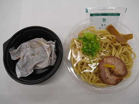 セブンイレブン 富田治氏監修 濃厚豚骨魚介冷しつけ麺 中身の様子