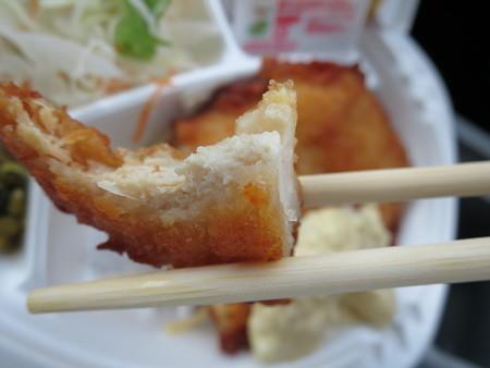 ほっともっと妙高新井店 チキン南蛮弁当(ライス小) チキン南蛮の断面の様子