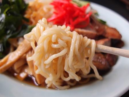 宝来軒 木田店 特製冷し中華 麺アップ