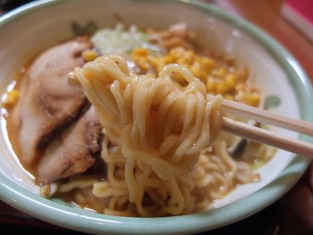 麺屋 みそ道楽 道楽味噌らーめん 麺アップ