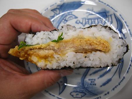 デイリーヤマザキ サンドおむすび かつ丼風 断面図