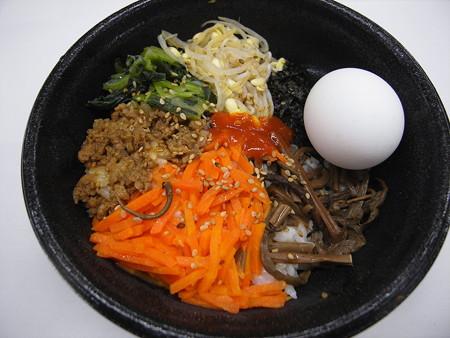 デイリーヤマザキ ビビンパ丼(半熟玉子付)