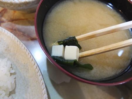 とんかつ大矢 上カツライス 味噌汁の具材アップ