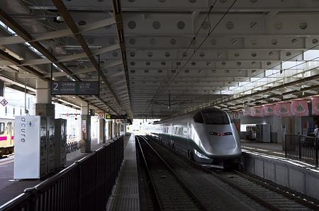 新庄駅 ローカル線の先の山形新幹線
