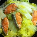 写真: タジン鍋 白菜、長ネギ、塩鮭