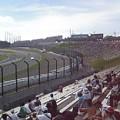 キアヌ・リーブスさん マーシャルカー先導で最終コーナーへ