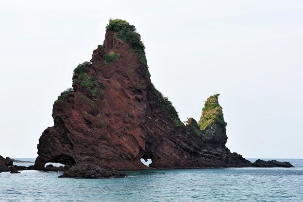 明屋海岸 奇岩 屏風岩とたらい岩