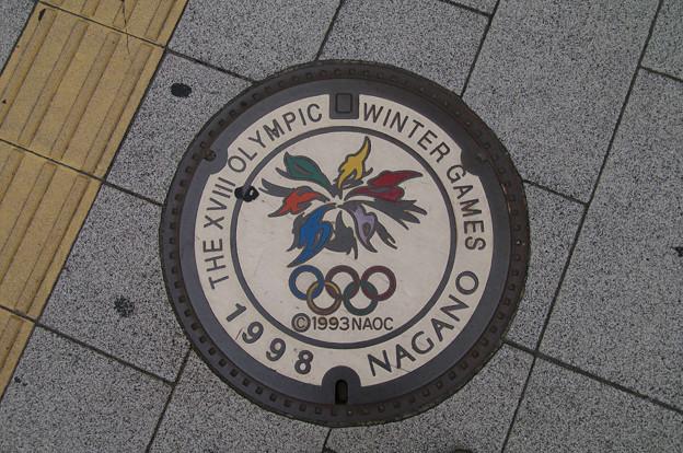 s2471_長野市マンホール_長野オリンピック柄