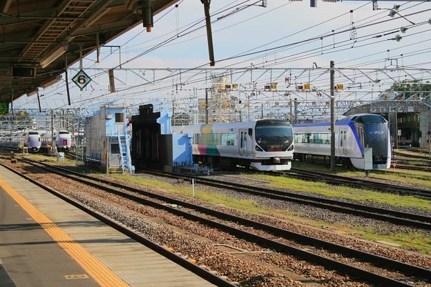 松本駅構内に並んだあずさ車両たち