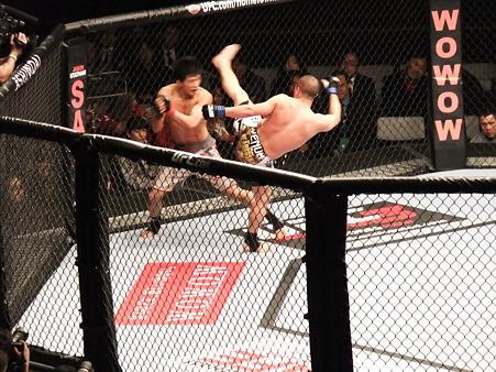 UFC 144 水垣偉弥vsクリス・カリアーゾ (3)