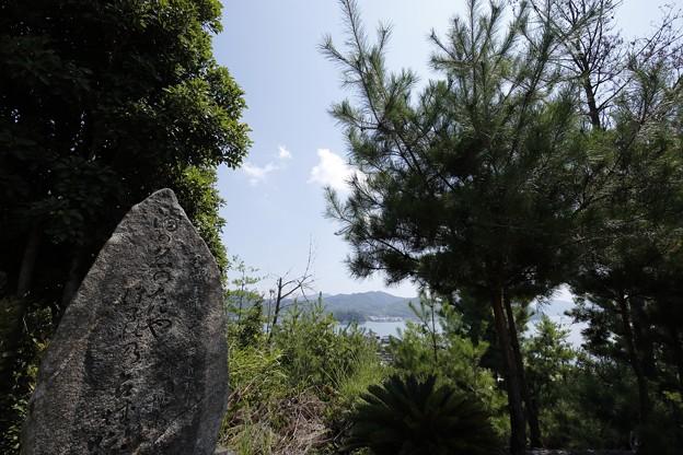 賀儀城の石碑
