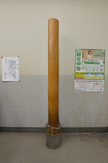 東の支度部屋にある鉄砲柱