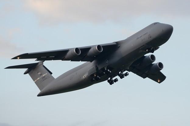 C-5Mスーパーギャラクシー離陸(2)