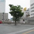 予讃本線高松駅前の白ポストと駅前地区。(2015年)