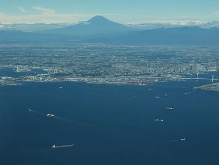 東京湾を見守る富士山 201507